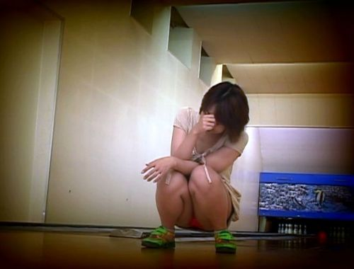 【ボーリング】スカート履いてると投げる瞬間パンチラしちゃうエロ画像 31枚 No.29