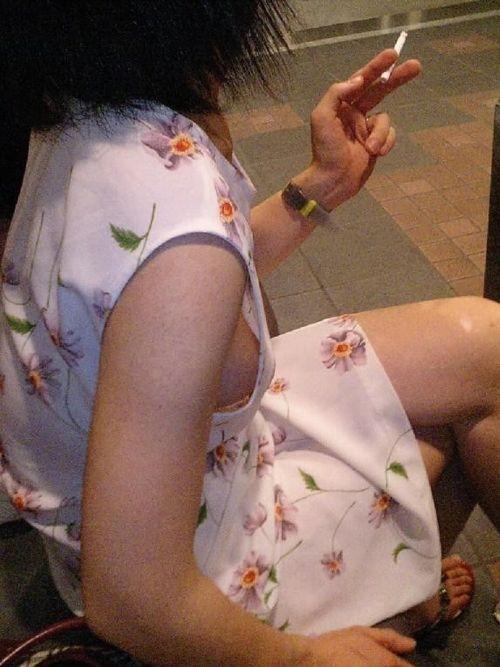 【盗撮画像】横チチポロリのおっぱいのボリューム感は異常www 35枚 No.8