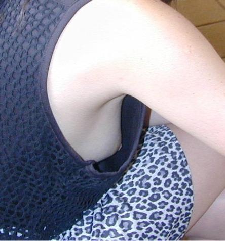 【盗撮画像】横チチポロリのおっぱいのボリューム感は異常www 35枚 No.13