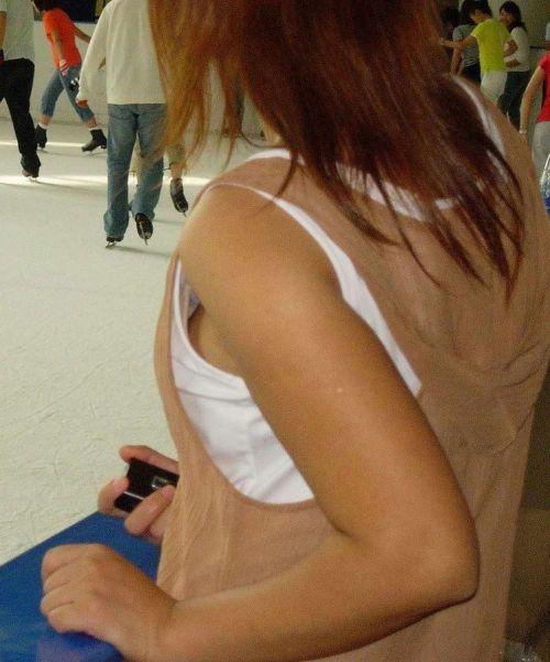 【盗撮画像】横チチポロリのおっぱいのボリューム感は異常www 35枚 No.18