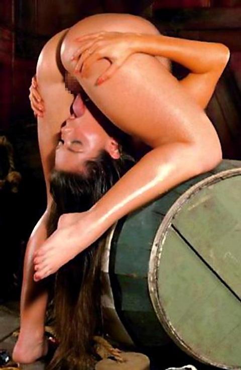 自分のまんこをセルフクンニする体が柔らか過ぎる女性のエロ画像 34枚 No.3