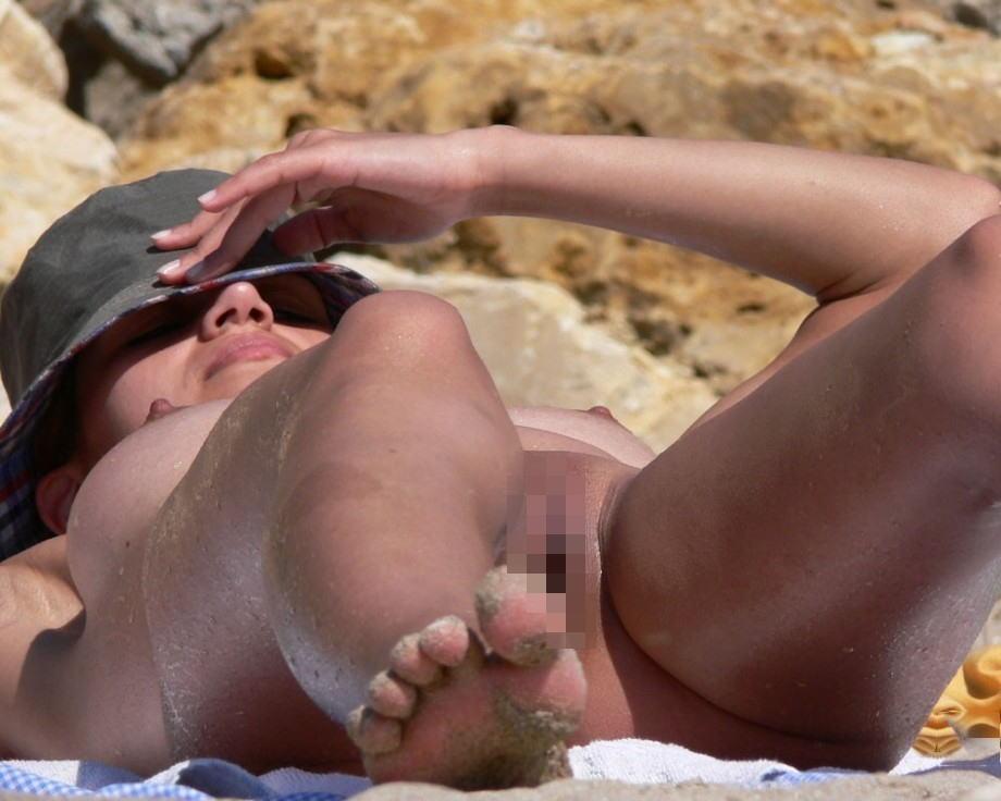 (秘密撮影写真)ヌーディストビーチでまんこも日焼けしちゃう外国人女性☆ 39枚