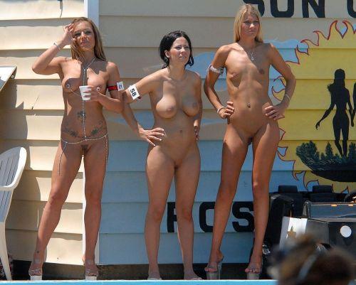 【盗撮画像】ヌーディストビーチでマンコも日焼けしちゃう外国人女性達! 39枚 No.10