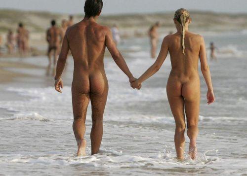 【盗撮画像】ヌーディストビーチでマンコも日焼けしちゃう外国人女性達! 39枚 No.13
