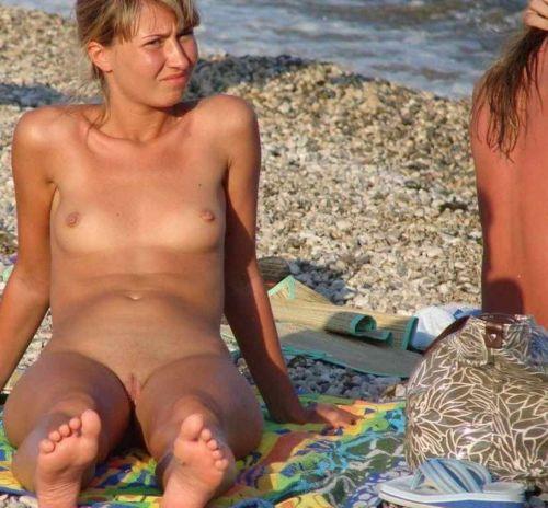 【盗撮画像】ヌーディストビーチでマンコも日焼けしちゃう外国人女性達! 39枚 No.14