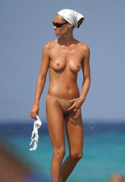 【盗撮画像】ヌーディストビーチでマンコも日焼けしちゃう外国人女性達! 39枚 No.15
