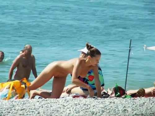 【盗撮画像】ヌーディストビーチでマンコも日焼けしちゃう外国人女性達! 39枚 No.22