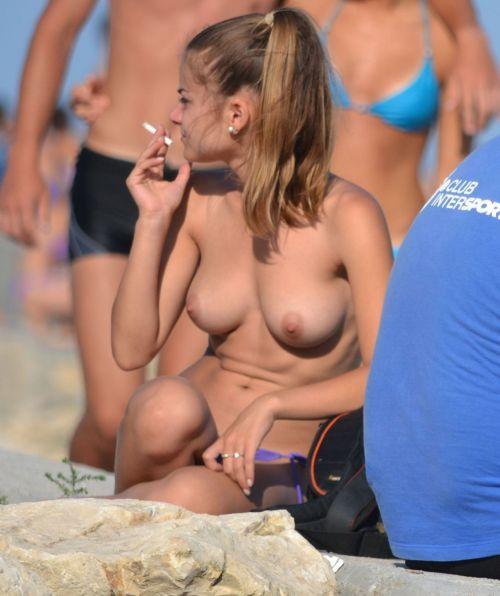 【盗撮画像】ヌーディストビーチでマンコも日焼けしちゃう外国人女性達! 39枚 No.24