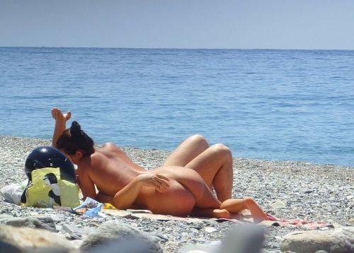 【盗撮画像】ヌーディストビーチでマンコも日焼けしちゃう外国人女性達! 39枚 No.26