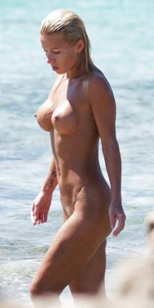 【盗撮画像】ヌーディストビーチでマンコも日焼けしちゃう外国人女性達! 39枚 No.38