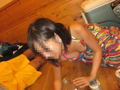 ノースリーブからこぼれ落ちる胸チラおっぱいの盗撮画像 44枚 No.6