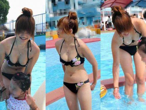 プールの子連れママが欲求不満でおっぱいがポロリしそうなエロ画像 45枚 No.1
