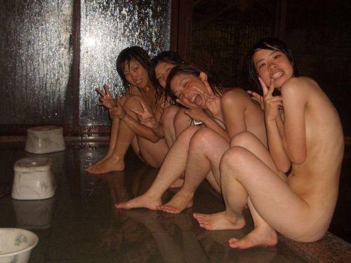 お尻丸出しでおふざけしてる女の子達の画像がエロ過ぎシコたwww 36枚 No.27