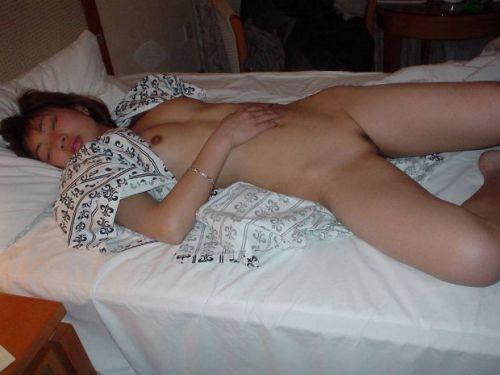 おっぱい丸出しで寝ている女の子の盗撮エロ画像まとめ 31枚 No.7