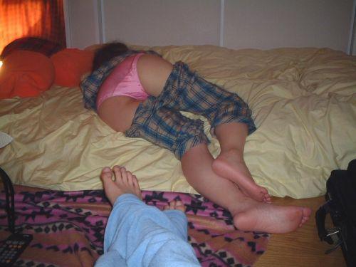寝てる女の子のおっぱいや股間にイタズラしちゃう盗撮エロ画像! 41枚 No.21