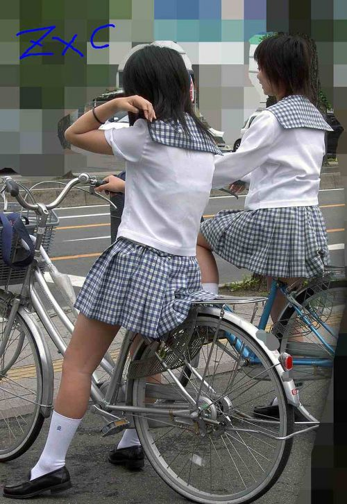 【盗撮画像】パンチラ当たり前!ミニスカで自転車にまたがるJK! 35枚 No.2