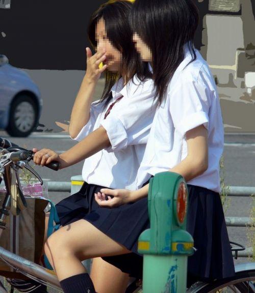 【盗撮画像】パンチラ当たり前!ミニスカで自転車にまたがるJK! 35枚 No.3