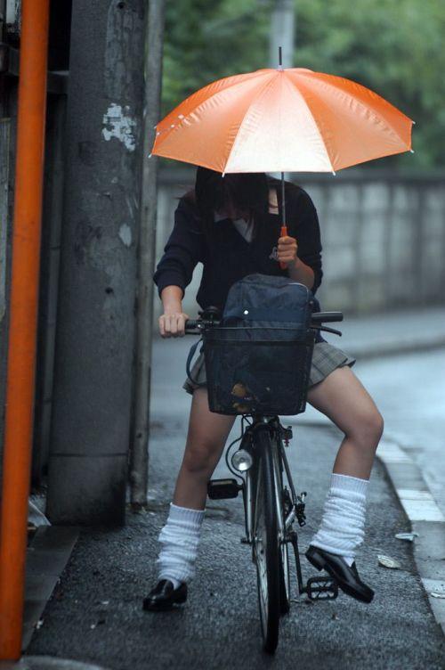 【盗撮画像】パンチラ当たり前!ミニスカで自転車にまたがるJK! 35枚 No.4