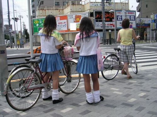 【盗撮画像】パンチラ当たり前!ミニスカで自転車にまたがるJK! 35枚 No.5