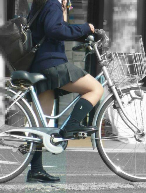 【盗撮画像】パンチラ当たり前!ミニスカで自転車にまたがるJK! 35枚 No.7