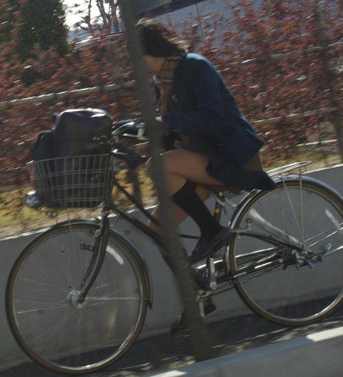 【盗撮画像】パンチラ当たり前!ミニスカで自転車にまたがるJK! 35枚 No.9