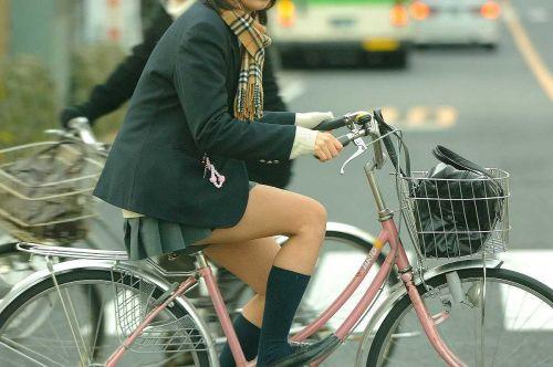 【盗撮画像】パンチラ当たり前!ミニスカで自転車にまたがるJK! 35枚 No.10