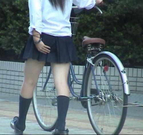 【盗撮画像】パンチラ当たり前!ミニスカで自転車にまたがるJK! 35枚 No.12