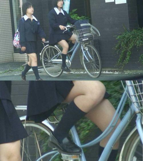 【盗撮画像】パンチラ当たり前!ミニスカで自転車にまたがるJK! 35枚 No.14