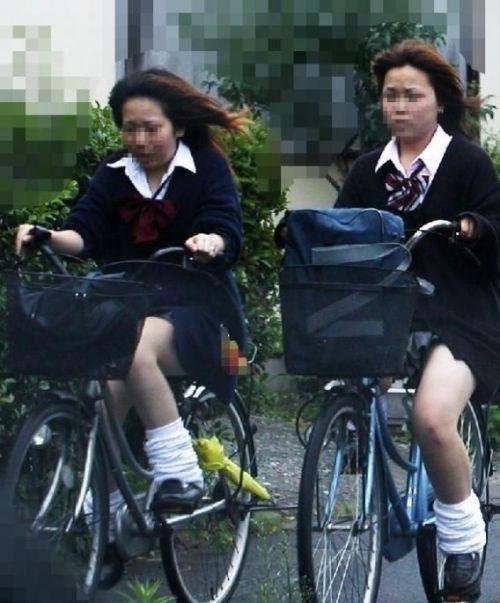 【盗撮画像】パンチラ当たり前!ミニスカで自転車にまたがるJK! 35枚 No.16