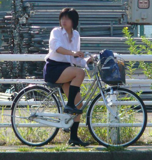 【盗撮画像】パンチラ当たり前!ミニスカで自転車にまたがるJK! 35枚 No.18