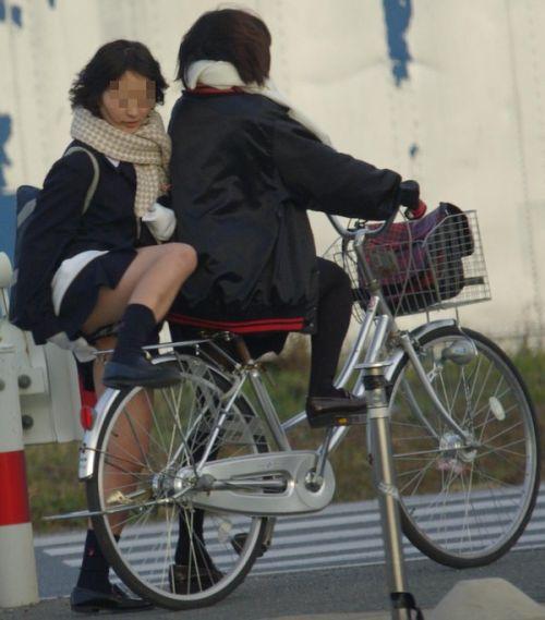 【盗撮画像】パンチラ当たり前!ミニスカで自転車にまたがるJK! 35枚 No.20