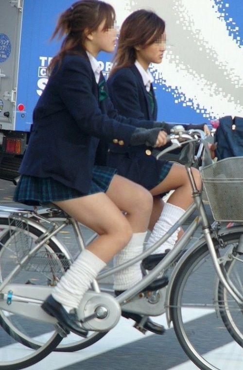 【盗撮画像】パンチラ当たり前!ミニスカで自転車にまたがるJK! 35枚 No.24