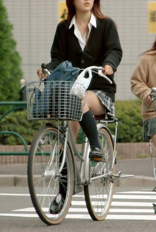 【盗撮画像】パンチラ当たり前!ミニスカで自転車にまたがるJK! 35枚 No.26