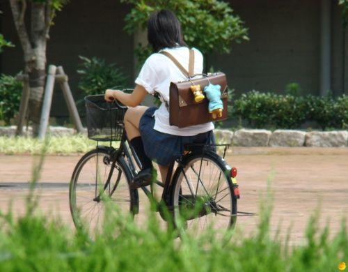 【盗撮画像】パンチラ当たり前!ミニスカで自転車にまたがるJK! 35枚 No.28