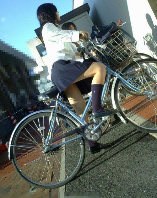 【盗撮画像】パンチラ当たり前!ミニスカで自転車にまたがるJK! 35枚 No.29
