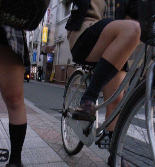 【盗撮画像】パンチラ当たり前!ミニスカで自転車にまたがるJK! 35枚 No.30