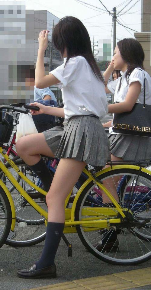 【盗撮画像】パンチラ当たり前!ミニスカで自転車にまたがるJK! 35枚 No.32