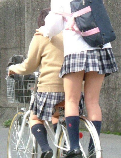 【盗撮画像】パンチラ当たり前!ミニスカで自転車にまたがるJK! 35枚 No.33