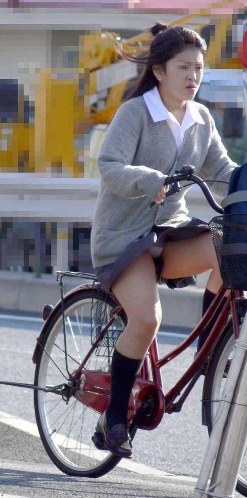 【盗撮画像】パンチラ当たり前!ミニスカで自転車にまたがるJK! 35枚 No.34