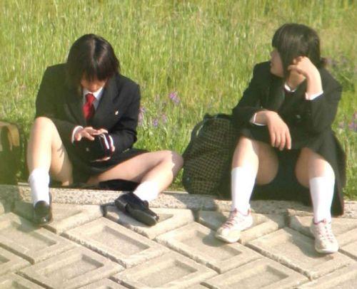 【盗撮画像】発情期なJKは座り込んでパンチラをエロく見せつけるらしい^^ 41枚 No.14