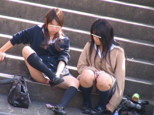 【盗撮画像】発情期なJKは座り込んでパンチラをエロく見せつけるらしい^^ 41枚 No.21