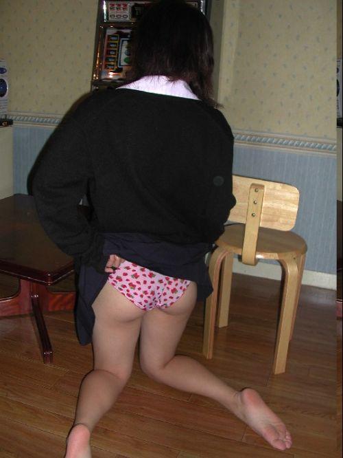 【画像】ミニスカ女子校生が無防備にお尻丸出しパンモロしてるわ(笑) 39枚 No.4