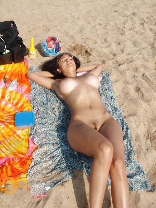 【盗撮画像】美女達の日焼け跡がエロ過ぎ!海外ヌーディストビーチ! 37枚 No.6