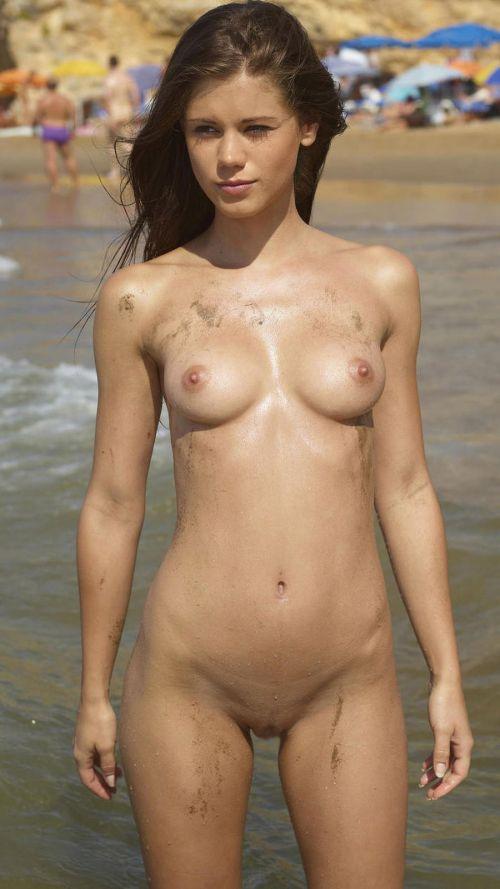 【盗撮画像】美女達の日焼け跡がエロ過ぎ!海外ヌーディストビーチ! 37枚 No.15
