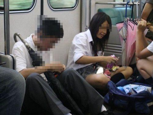 電車通学中のDNQなJKが車内で座り込んでる盗撮画像 38枚 No.1