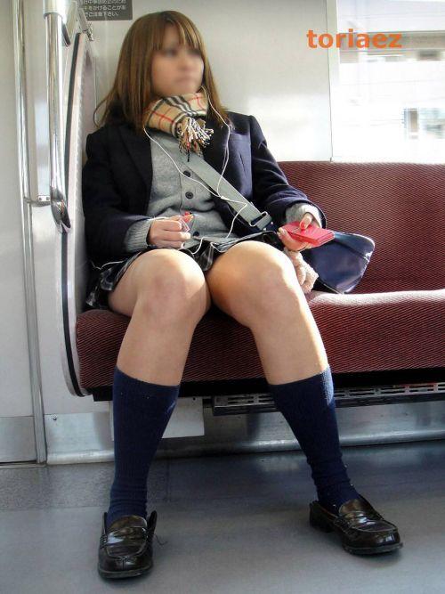 電車通学中のDNQなJKが車内で座り込んでる盗撮画像 38枚 No.9