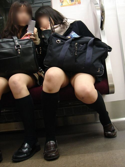 電車通学中のDNQなJKが車内で座り込んでる盗撮画像 38枚 No.32