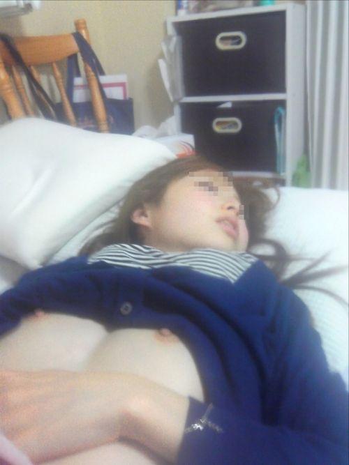 【盗撮】女の子がおっぱい丸出しでガサツに寝てるエロ画像 31枚 No.11