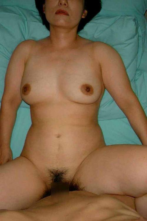 人妻や熟女がねっとり正常位セックスを満喫してるエロ画像! 41枚 No.26