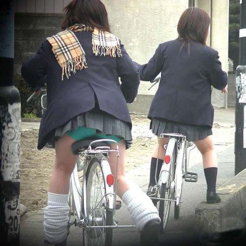 【盗撮画像】自転車に乗ってるJKのパンチラ率! 45枚 No.3